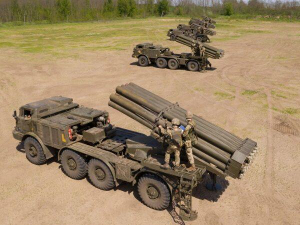 """Украинские военные развернули вблизи оккупированного крыма """"Ураганы"""" — фото"""