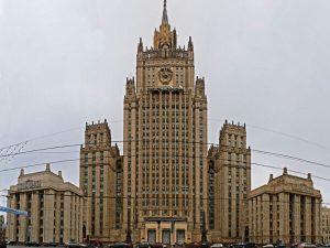 """Вокруг враги: РФ не исключает """"безразмерный"""" список недружественных стран"""